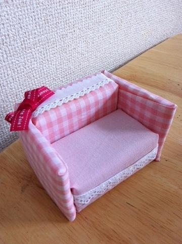 百均スポンジを使ってリカちゃんソファを手作り!簡単、貼るだけ!