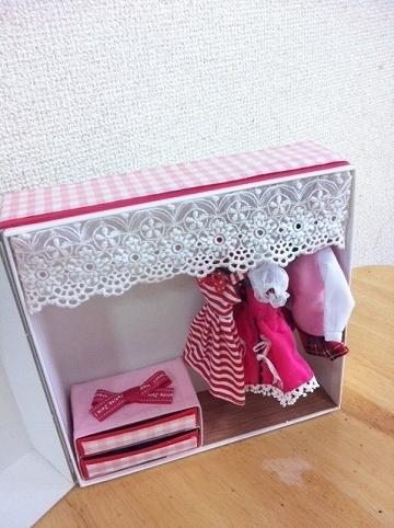 リカちゃんのクローゼットを自作!無料の箱と百均商品をフル活用!