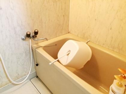 百均のアレでお風呂イスを吊るす?掃除回数を減らす苦肉の策!
